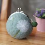 bourse laine feutrée fleur